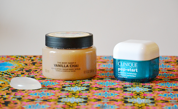 Gommage-corps-The Body Shop-Vanilla Chai-Pep Star-Clinique-éponge-visage-maquillage-SiliDrop